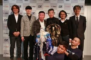 霹靂國際多媒體股份有限公司董事長黃強華(後排右3)很開心可以和虛淵玄(後排左3)合作,製作全新原創新作
