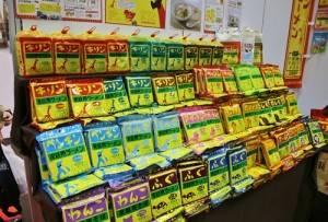 愛知縣小笠原製粉推出的「長頸鹿拉麵」包裝相當有特色,口味則是懷舊的家常味風味