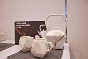 來自台灣的傑作陶藝帶來以天燈為設計茶具,盼獲日本業者青睞
