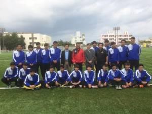 駐那霸辦事處處長蘇啟誠(右7)與國立台灣體育運動大學參賽團員合影