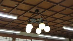 歐式吊燈的電線隱藏設計