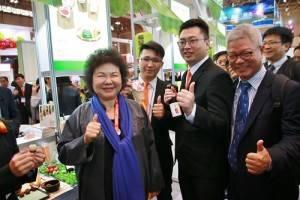 高雄市長陳菊和型農一起大讚高雄農產品