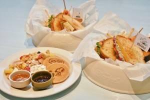 博物館內的「Cafe Blanket」販售史努比主題餐飲(©Peanuts)