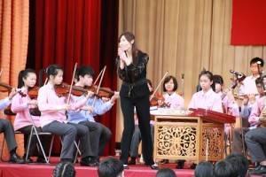 宜蘭縣立復興國中演奏國樂,指揮老師和全場一起鼓掌打拍子