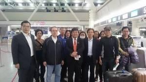 駐福岡辦事處處長戎義俊等人努力下,將因熊本震災,受困於南阿蘇村的11位台灣旅客平安接回(照片提供:中央社)