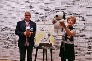 史努比作者遺孀珍‧舒茲和創意總監Paige Braddock一起出席記者會,向粉絲推薦東京史努比博物館(©Peanuts)