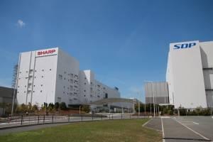 調印式と記者会見は鴻海とシャープが共同経営する堺工場で開かれた