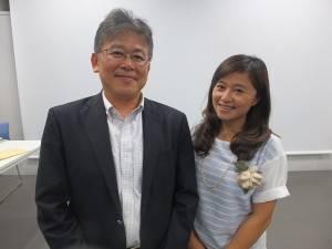 7,8年前から親交のある日本の猫写真家・星野俊光さん(左)と猫夫人(右)