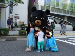 小朋友擁抱台灣喔熊