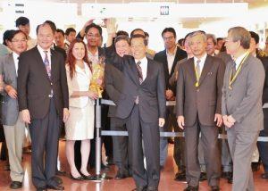 駐日代表謝長廷(右3)於6月9日正式履新