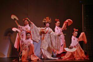 在「SAKURA-JAPAN IN THE BOX」節目中可見到許多日本傳統表演節合現代流行元素