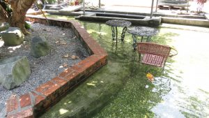 山泉泡腳池
