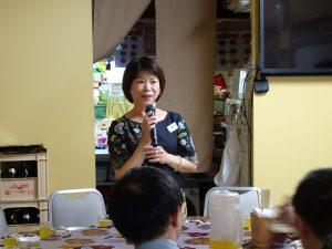 副會長洪麗華問候年輕人 邀請大家參加10月歸國訪問團