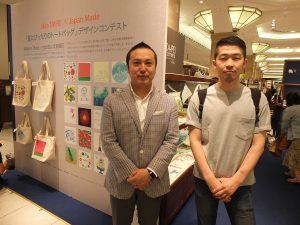 Makers'Baseの最高執行責任者の松田順平さん(右)と三越のバイヤー・岡本和彦氏