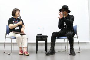 ゲストの永瀬正敏さん(右)と、聞き手のアジアンパラダイス・江口洋子さんⒸ杉山亮一