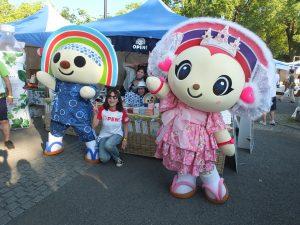 子供にも大人気の台湾セブンイレブンのキャラクター、OPENちゃんとPLEASEちゃんも新しい衣装で登場!