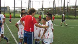 LS教練陳欣怡對小朋友臨場指導