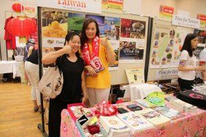 台灣觀光協會東京事務所所長鄭憶萍(左)也特地出席參加