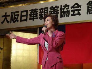台東出身的前寶塚歌劇團歌手侯麗文帶來多首精彩歌曲