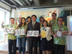 屏東県の藩孟安県長(中央)らは東京で屏東県観光をPR