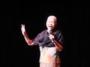 素晴らしい歌声で会場を魅了した台湾人間国宝の廖瓊枝さん