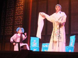 華やかな舞台と衣装