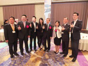 観光懇親会にて。台湾観光協会東京事務所の鄭憶萍所長(右3)
