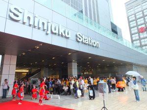 JR 新宿駅 Suica のペンギン広場(新南改札前広場)で台湾観光PR