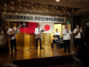 知名料理人程一彥(右2)率爵士樂團為晚會助陣