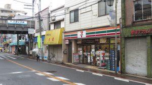 車站旁便利商店