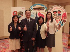 台湾観光協会東京事務所の職員らと