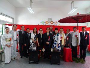 全體來賓在茶道體驗教室與浜田老師合影