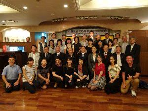 大阪中華學校老師們與來賓合影