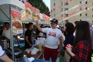 許多日本民眾搶著品嘗台灣美食