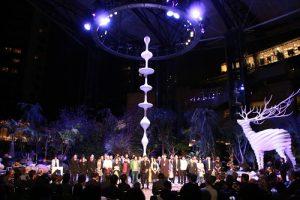 今年六本木藝術夜的主藝術家名和晃平將雕刻作品放在六本木廣場上,增添魔幻氛圍