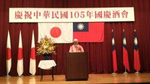 琉中親善沖繩縣議會議員聯盟會長新里米吉致詞