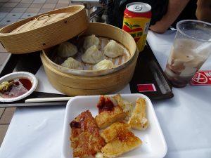 台灣美食、小籠包、豆花、蘿蔔糕、蘋果西打也不能少。