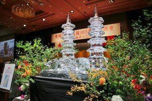 駐日代表處主辦國慶酒會現場有龍虎塔冰雕裝飾