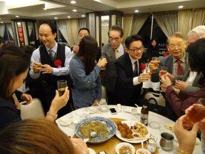 中國國民黨主席辦公室主任王智弘、秘書侯一罡、組發會海外部主任郭昀光在李忠儒陪同下 逐桌問候僑胞、聽取意見。