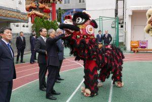 橫濱中華學院以舞獅歡迎吳委員長蒞校