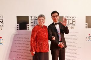 台灣電影《四十年》導演侯季然(右)與監製陶曉清一起走東京影展紅毯