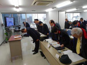 主席大阪直屬支部中央評議委員李忠儒帶領全體向國父遺像、國旗、黨旗行三鞠躬禮
