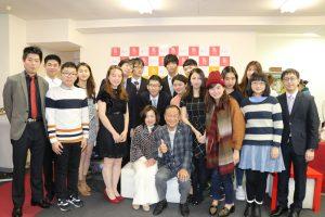亞東親善協會會長大江康弘伉儷(前排右4,5)出席留日東京同學會忘年會
