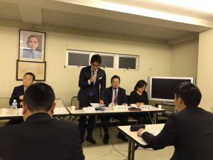 青年部馮明輝部長進行提案討論