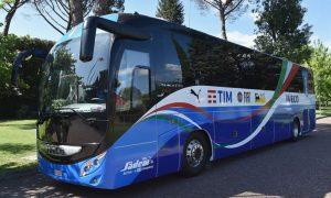 ②ジャーマモーターの大型観光バス
