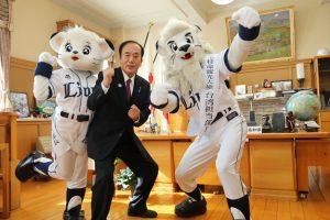 台湾担当部長に任命!左から、ライナ、上田県知事、レオ